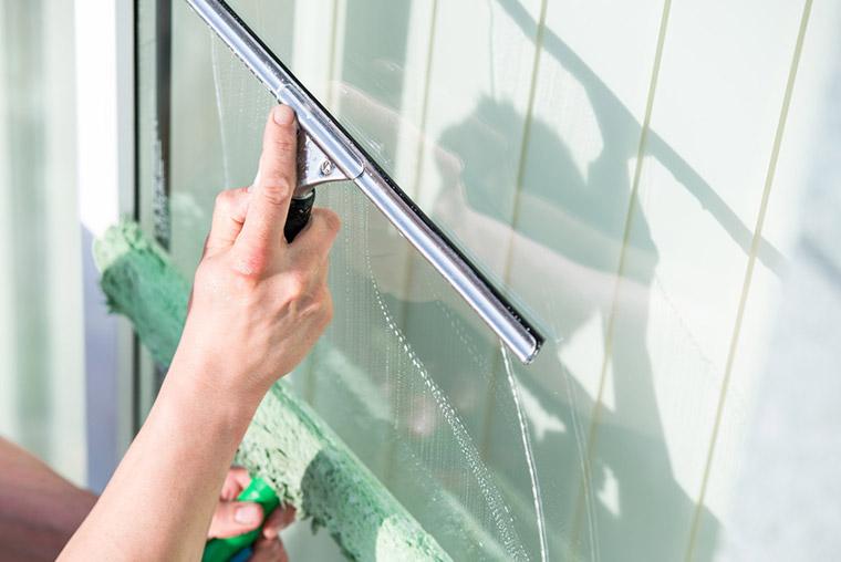 Hausmeister Petzi - Diensteleistungen rund ums Haus - Fenster putzen